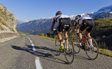 Cyclistes : Apprenez à bien descendre les cols ! OVERSTIM.s